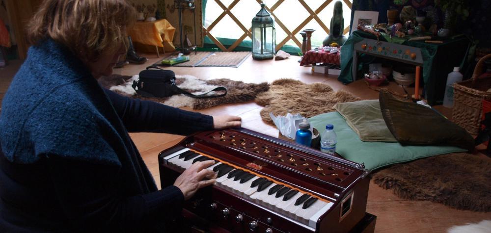 playing_harmonium